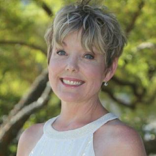 Michelle Peach - Author Headshot